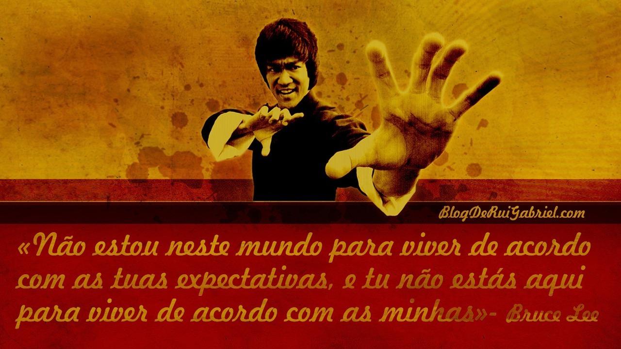 """""""Não estou neste mundo para viver de acordo com as tuas expectativas , e tu não estás aqui para viver de acordo com a minhas""""- Bruce Lee"""